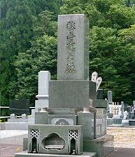 1930年(大正5年)4月23日 - 2013年(平成25年)10月2日。文芸評論家、日本藝術院会員。従四位。